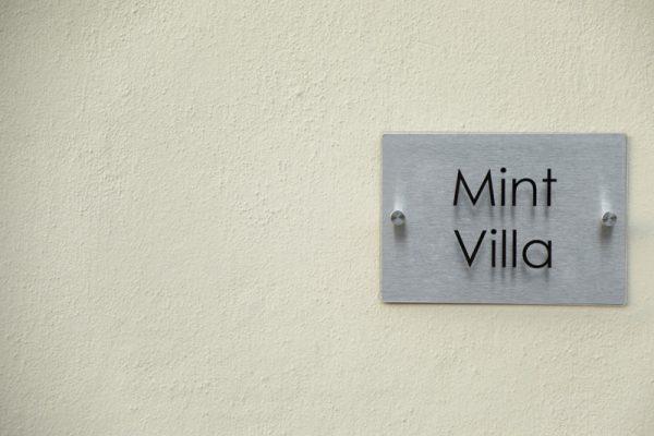 Villa Mint label