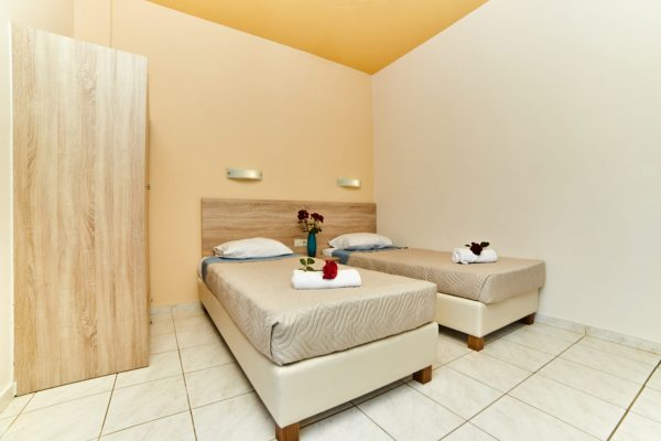 One Bedroom Quadruple Apartment Single beds