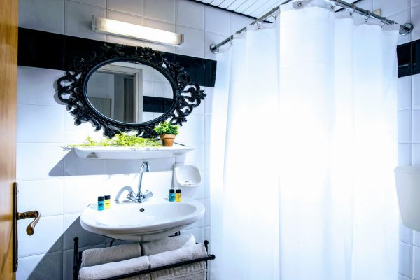Bathroom Superior Studio and Deluxe 1