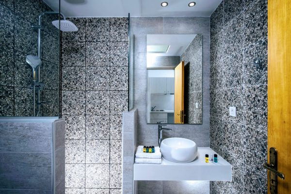 Bathroom Superior and Deluxe 3