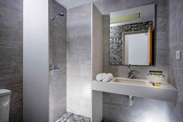 Bathroom Superior and Deluxe 4