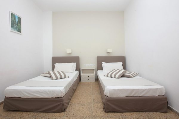 Superior Triple One Bedroom Apartment single beds