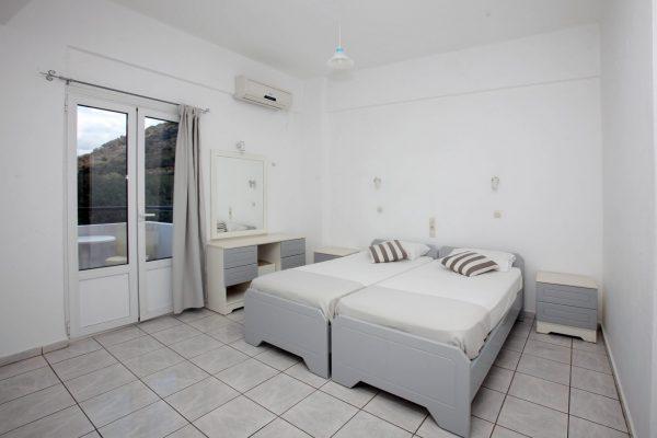 Standard Twin/Double Studio single beds