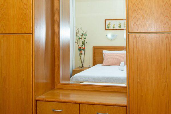 Luxury One Bedroom Apartments with Sea View bedroom mirror
