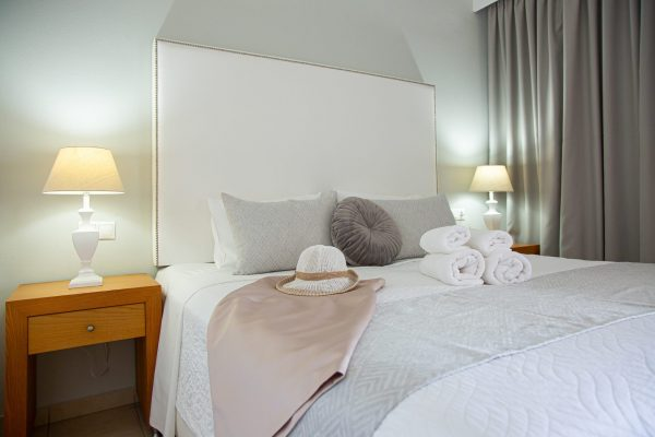 Luxury One Bedroom Apartments with Sea View bed detail