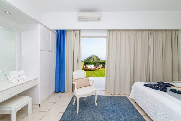 Luxury One Bedroom Apartments with Sea View bedroom
