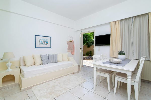 Luxury One Bedroom Apartments with Sea View Dining table