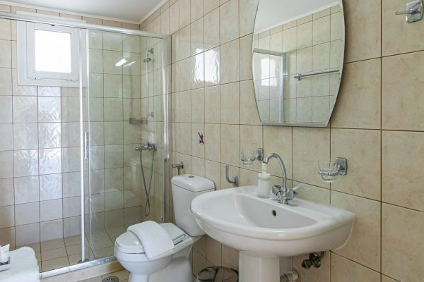 Family Two Bedroom Apartments with Sea View or Garden View bathroom