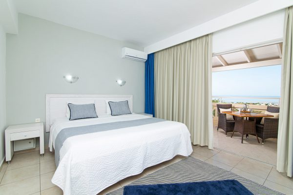 Luxury One Bedroom Apartments with Sea View Room view