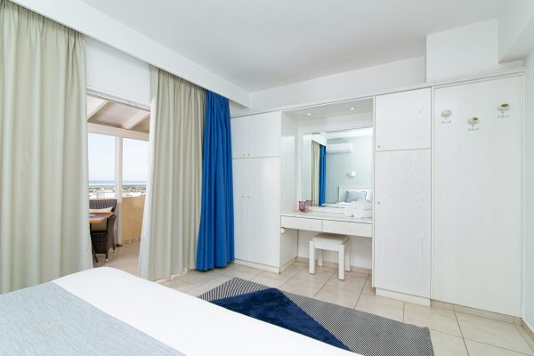 Luxury One Bedroom Apartments with Sea View bedroom overview