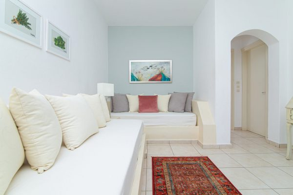 Luxury One Bedroom Apartments with Sea View living room