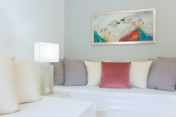 Luxury One Bedroom Apartments with Sea View Single bed in living room