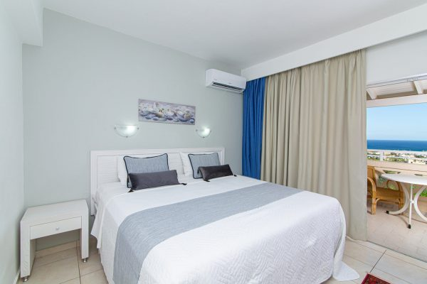 Luxury One Bedroom Apartments with Sea View bedroom with balcony view