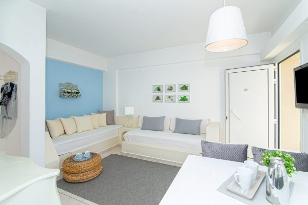 Luxury One Bedroom Apartments with Sea View living room single beds