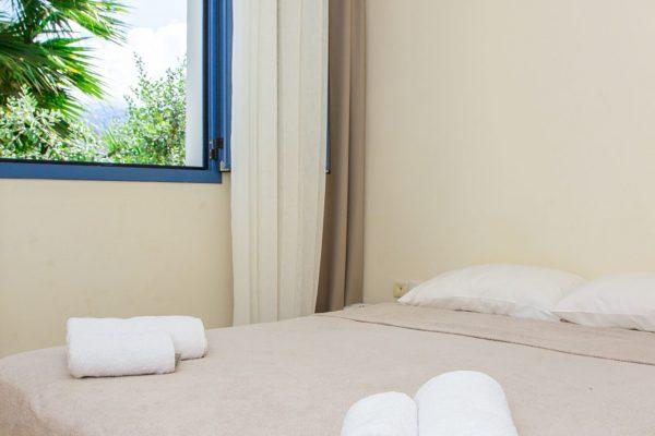 One Bedroom Quadruple Apartment bed