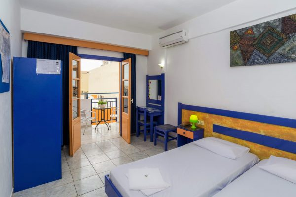 One Bedroom Apartment with Garden View bedroom and balcony