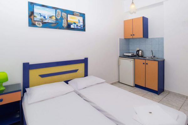 One Bedroom Apartment with Garden View Kitchenette