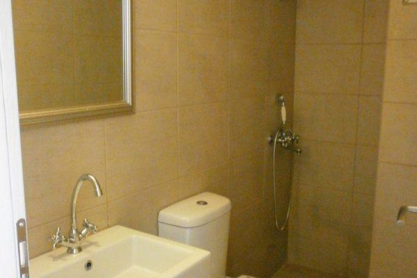 Standard Triple Studio bathroom