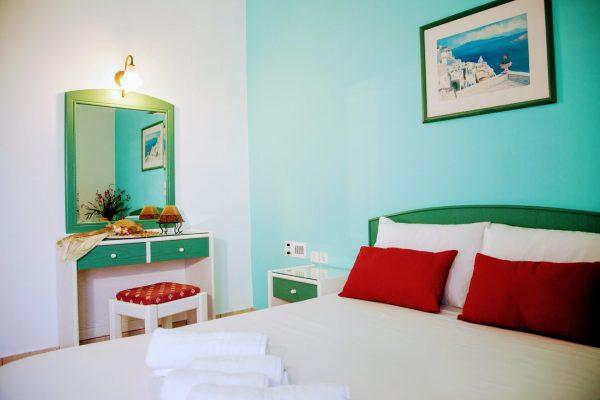 Superior One Bedroom Quadruple Apartment bed