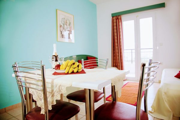 Superior One Bedroom Quadruple Apartment dining table