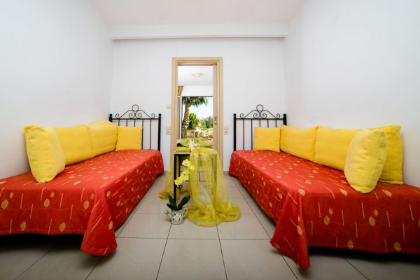 Superior One Bedroom Apartment single beds