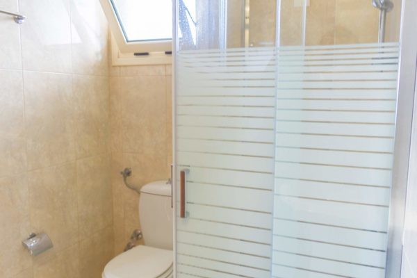 Superior One Bedroom Apartment bathroom