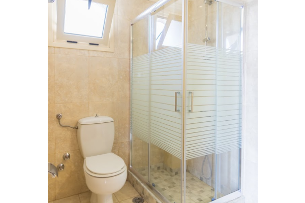 Superior One Bedroom Apartment with Sea View bathroom