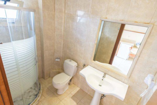 Superior Studio bathroom