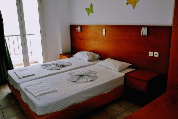 One Bedroom Triple Apartment bedroom